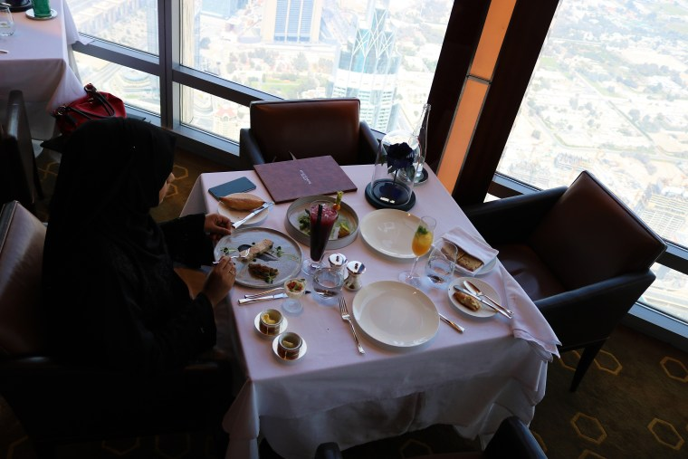 dining-at-atmosphere-burj khalifa