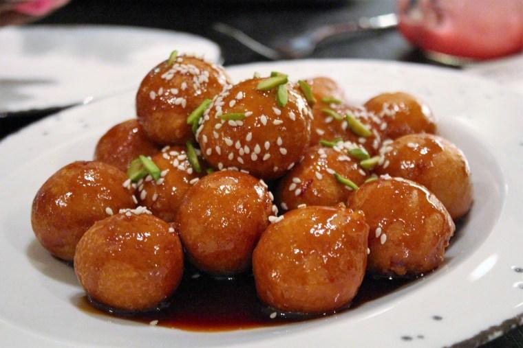 lugaimat-traditional-uae-food
