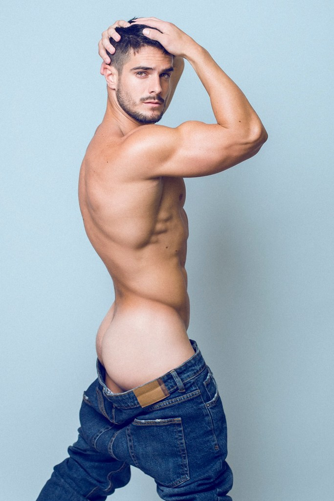 Cuban male model Jorge Cobian shows his smooth jock ass