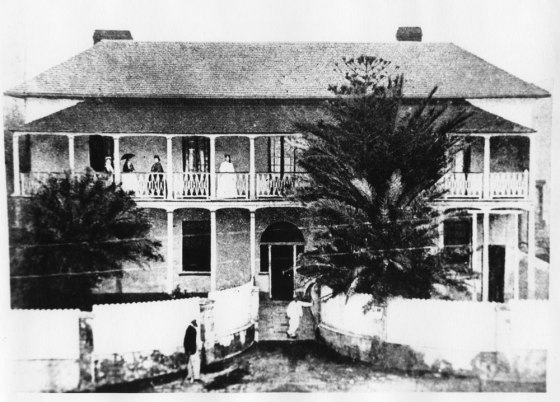 Bank of New South Wales in 1853 (former rsidence of Alexander Walker Scott). The residence was leased to John Bingle. The Bank occupied the residence until it was demolished in 1870. (Image is in A5094(i) located in University of Newcastle Cultural Collections. Courtesy of the Bank of N.S.W. Archives Sydney)