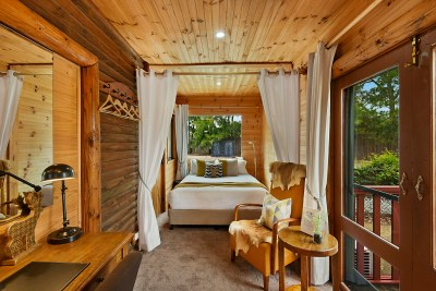 Whitetail Bedroom - Lodge
