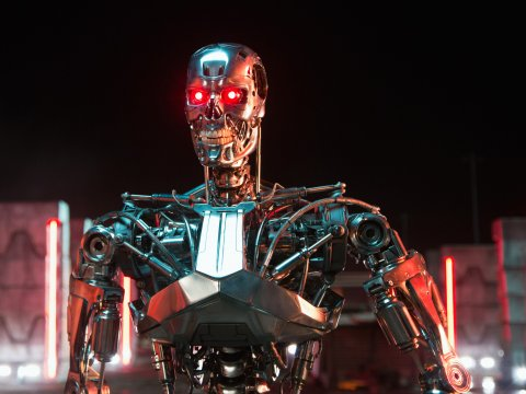 t-800-robot-terminator-genisys-melinda-sue-gordon
