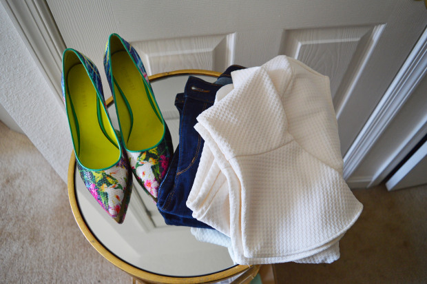 What to Wear | Jeans and a white blouse + shoes that pack a punch!