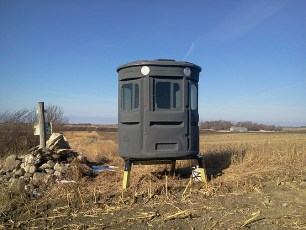 adjustable legs, hunting blind height, field, sportsman, hilltop, easy access blind,