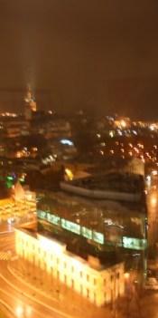 Hotelli-ikkunasta vanhaan kaupunkiin
