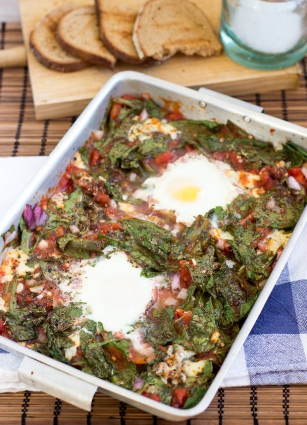 Anti Hangover Baked Eggs in Spinach and Tomato - 18 Vegetarian Breakfast Ideas | hurrythefoodup.com