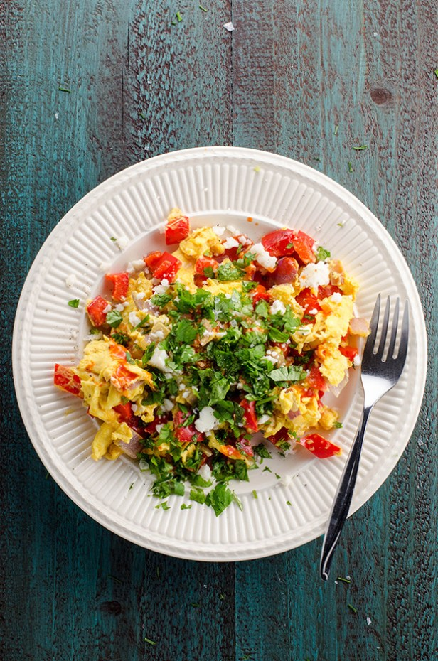 Peppers and Onions Scrambled Eggs - 18 Vegetarian Breakfast Ideas | hurrythefoodup.com