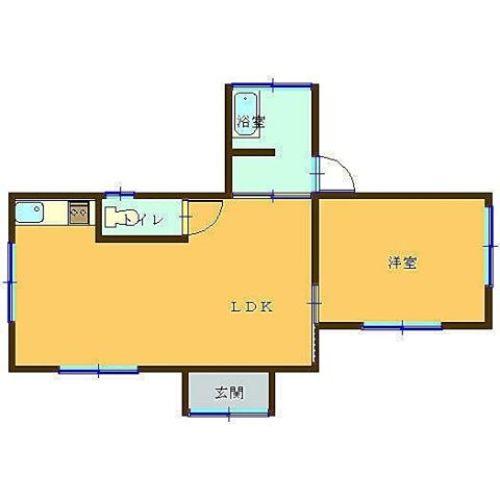 この家は広いのか狭いのか。扉のサイズが合っているのなら、かなり広い家。そして便器が巨大な家。玄関開けたら壁だけど、お風呂場からは出入りできる家。真相はいかに。冷蔵庫はどこに置こう…#謎#間取り#縮尺#不明#今日の一枚 #今日の一枚 #間取り図鑑定士 #間取りフェチ #間取り図#