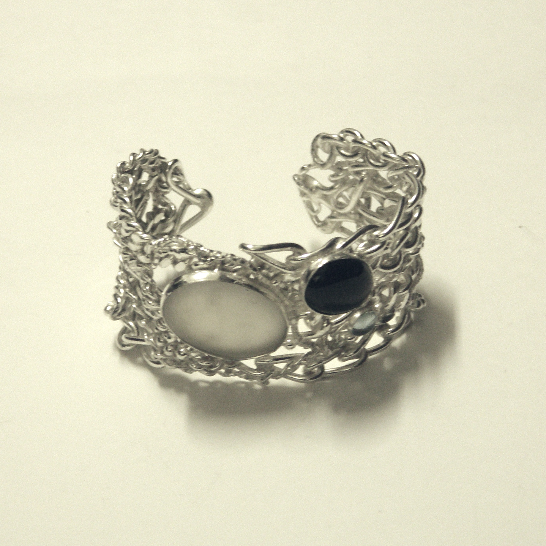 CSC-Chain and stone cuff