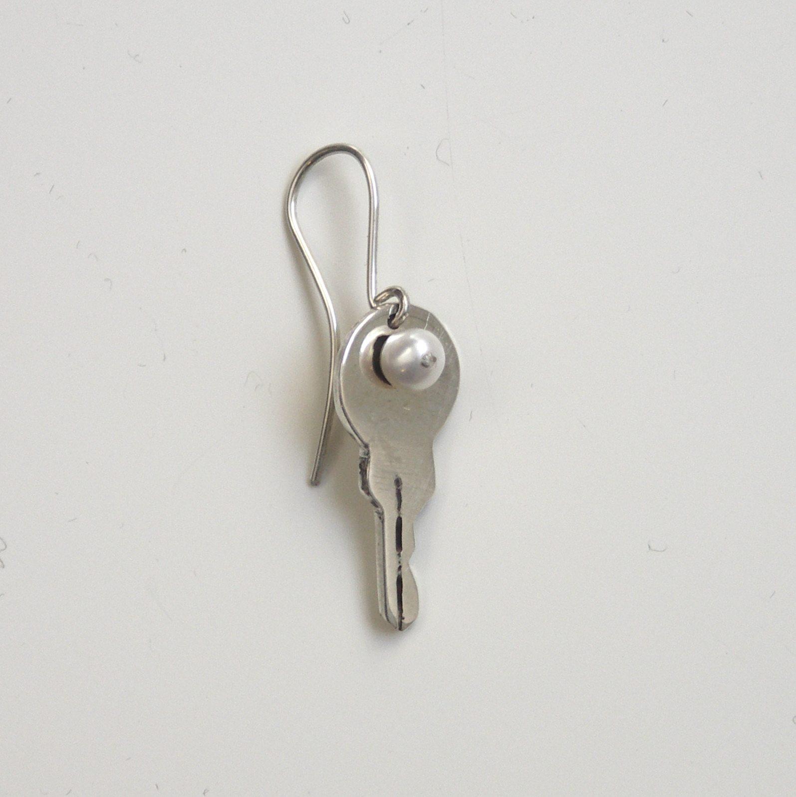 KPE-Key and pearl earring