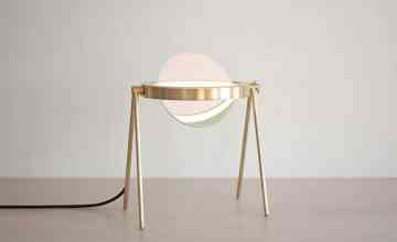 UN PRODUIT: Janus, la table-lampe de Trueing
