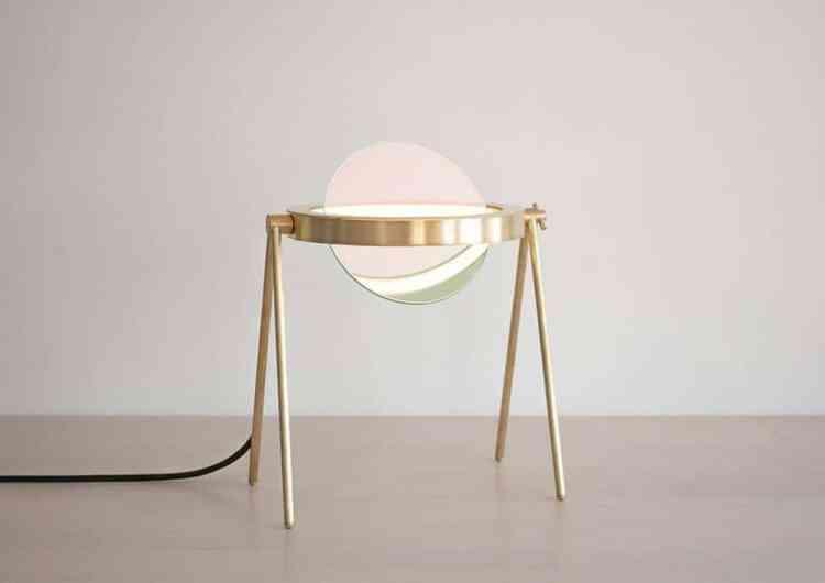 UN PRODUIT: Janus, la table-lampe de Trueing