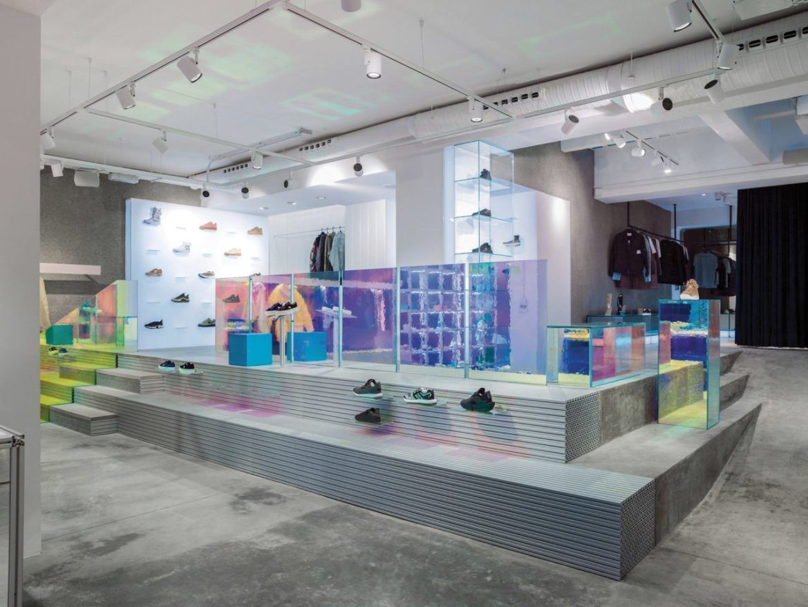 The new shop of the Spanish Ensign Sivasdescalzo, specializing in the edition and reissue of legendary sneakers in Madrid, design Antoni Pallejà Office (a.p. O).