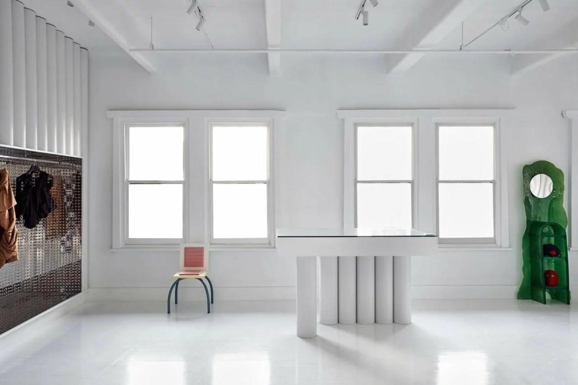 Grand favori de la mise en valeur de nos intérieurs et du retail, le blanc renforce toujours un peu plus sa position de couleur leader en architecture d'intérieur.i