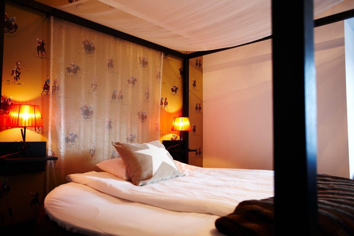 Säng i Ralph Lauren rummet