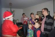 Julemanden havde gaver med til de søde børn.