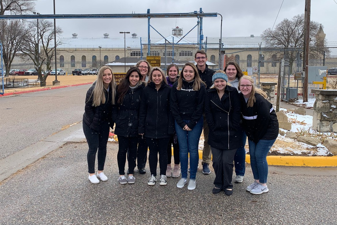 Honors students tour Correctional Facility
