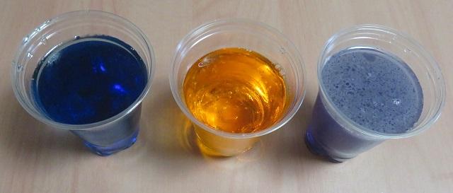 色素で色をつけた砂糖水