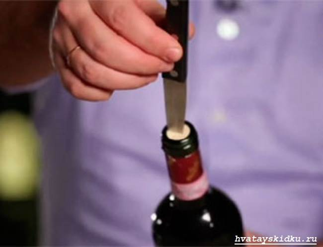 Как-открыть-вино-без-штопора-1
