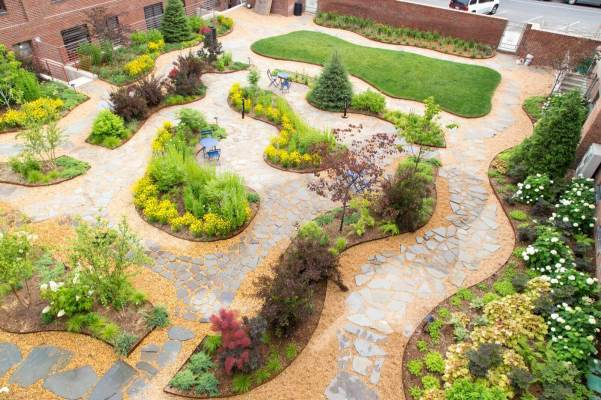 Highview Creations-Maujer Courtyard-Green Roofs NYC 7