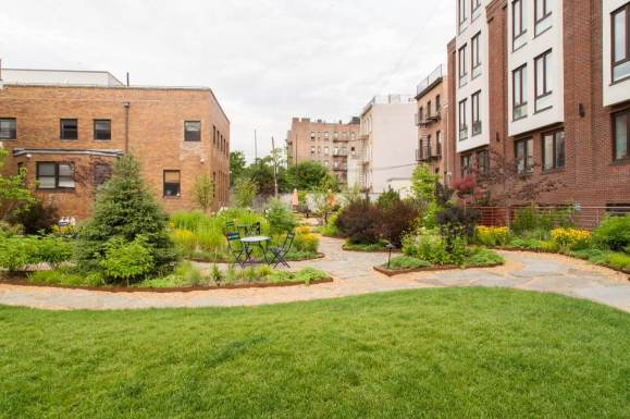 Highview Creations-Maujer Courtyard-Green Roofs NYC 9