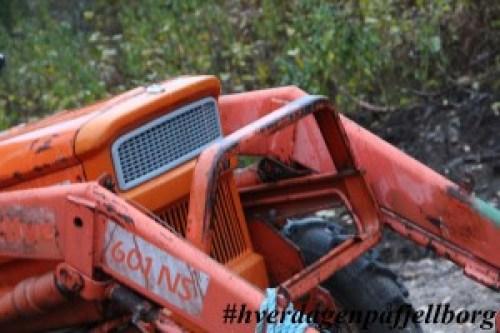 Husbonden har fått ny traktor. En FIAT 4wd fra 1978 med frontlaster.