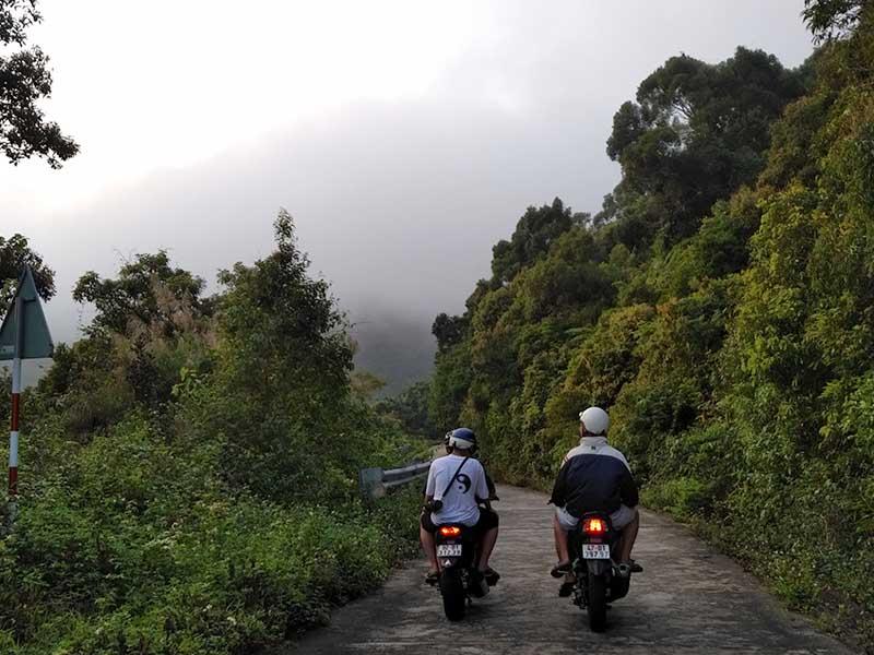 riding motorbike to ban co peak