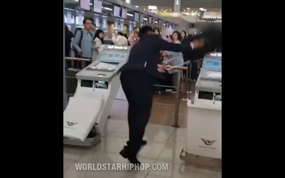 Korean Man Loses His Sht Destroys Check In Machines At The Airport Views 149816
