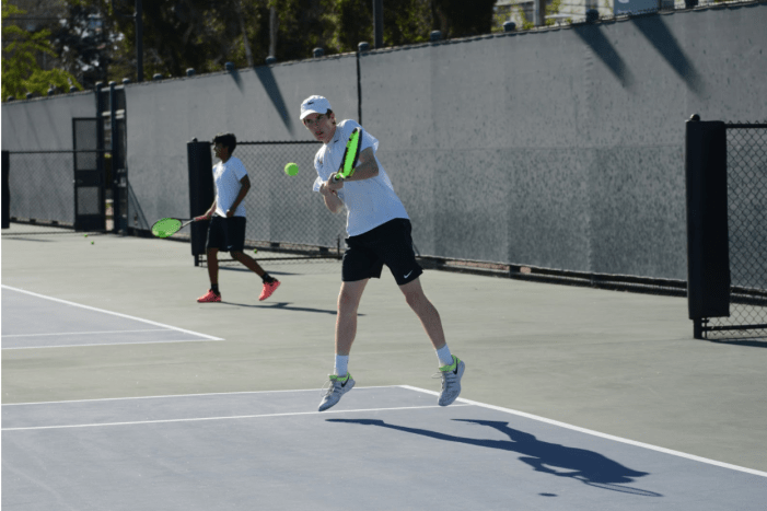 Boys' tennis defeats St. Francis, extends winning streak