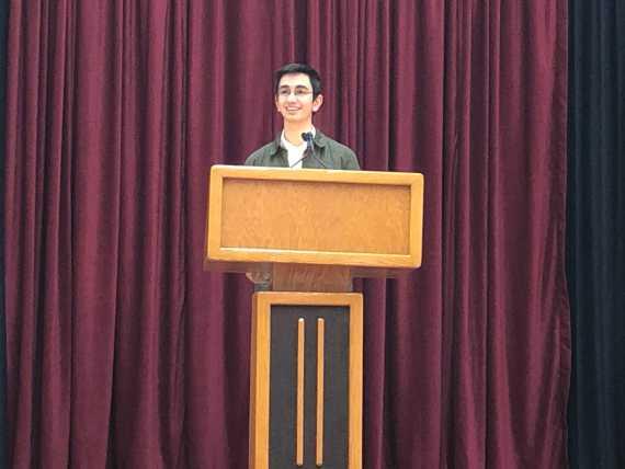 Head Prefect candidates address sophomore, junior classes