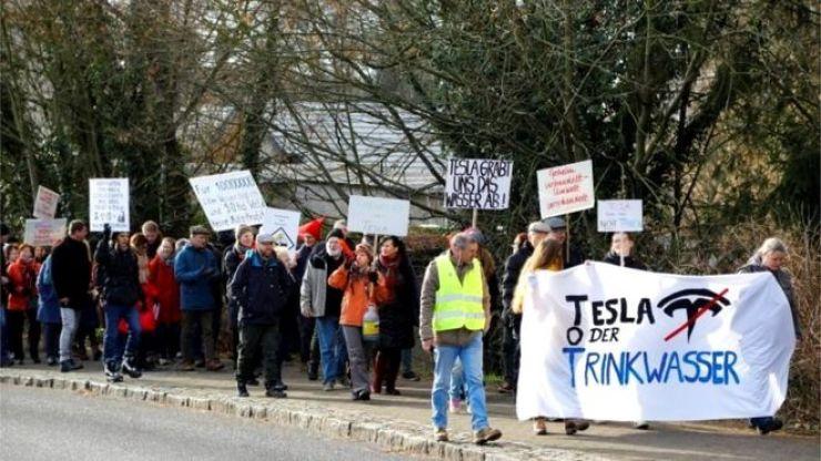 tesla protesto