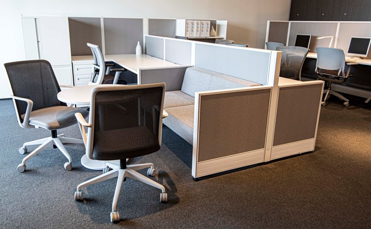 Collaborative-office-benching-systems-by-Harris-WorkSystems-Tigard-Oregon.-PDX-web