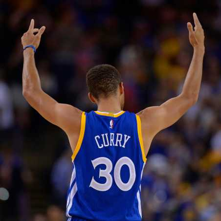 Golden State Warriors' Stephen Curry (30) gestures to the crowd while playing the Phoenix Suns during the fourth quarter on Sunday, Nov. 13, 2016 at the Oracle Arena in Oakland Calif. The Warriors defeated the Suns 133-120. Credit: Jose Carlos Fajardo/Bay Area News Group/TNS