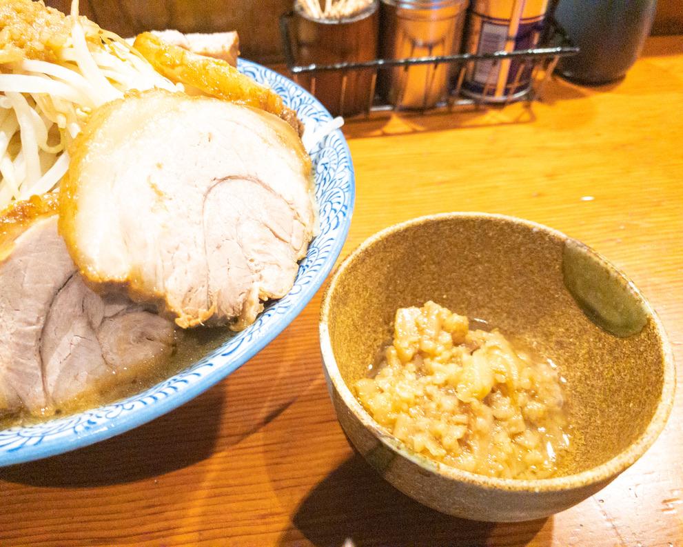 別皿豚カス入り味付きアブラ50円