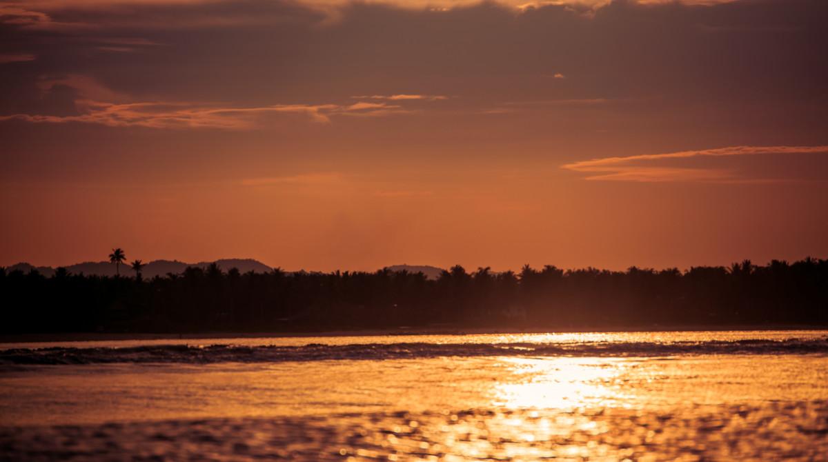 Západ slnka nad ostrovom Siargao