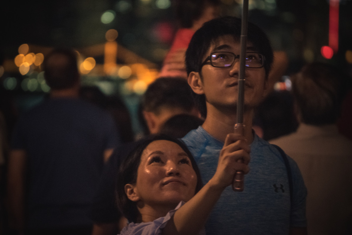 Nočné selfie pri svetelnej show