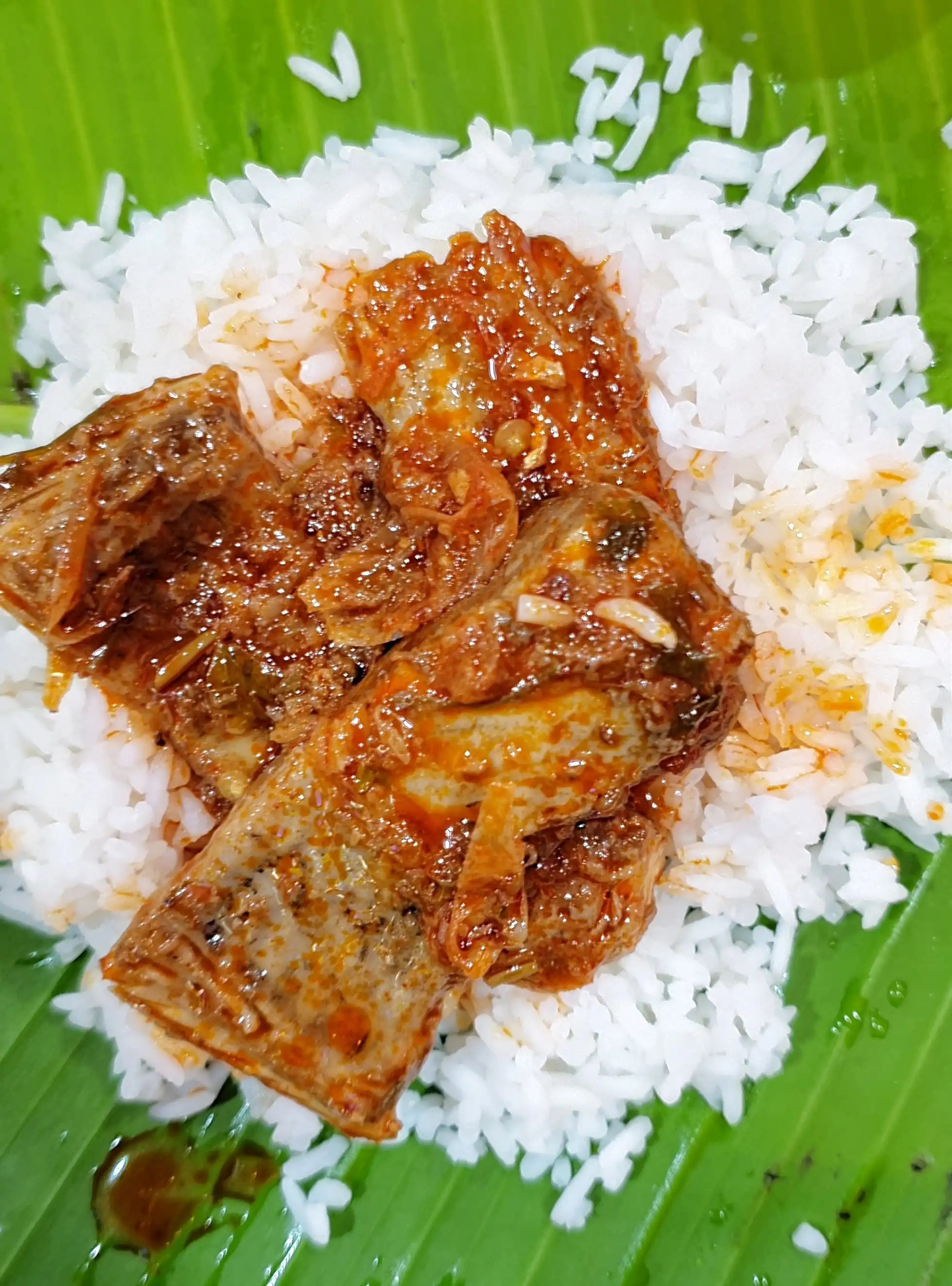 Pulasa Pulusu with Steam Rice