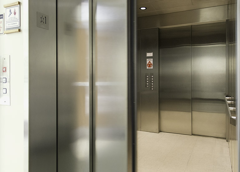 Passenger elevator with stainless steel cabin
