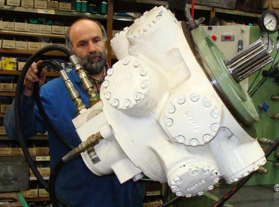 moteur_hydraulique_staffa_banc_essais.JPG