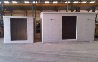 Casetas recién fabricadas de 400x200x220 y 200x200x200 sin puertas colocadas