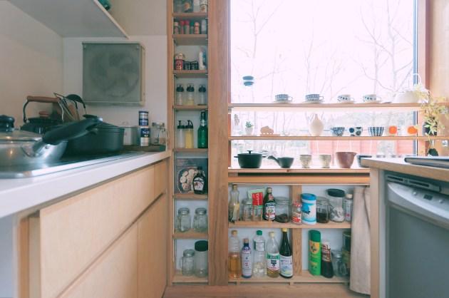 シンケンスタイルの働く壁はキッチン収納としても活躍する