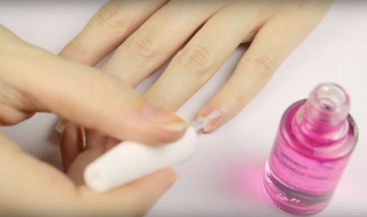 Doctor Explains What Biting Your Nails Says About People\'s ...