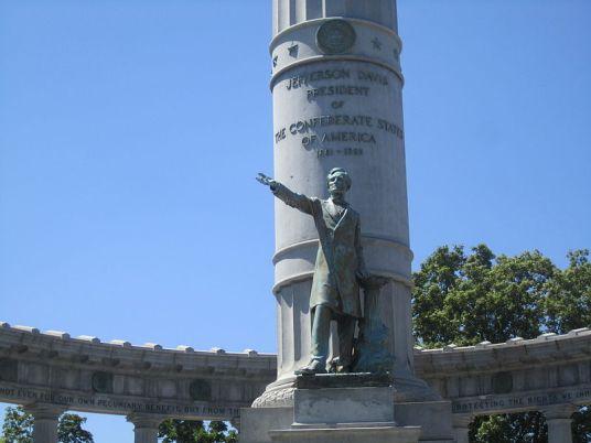 Jefferson Davis memorial on Monument Avenue in Richmond, Virginia (photo by Billy Hathorn)