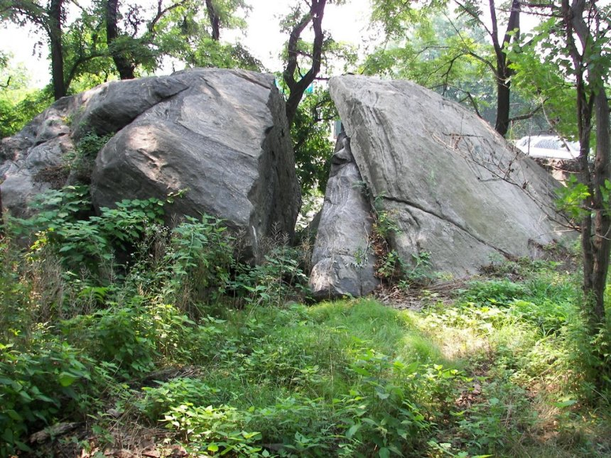 """""""Split Rock"""", near the supposed spot where Anne Hutchinson and her family were massacred in an Indian attack in 1643 (Bronx, New York City)"""