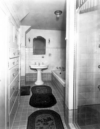 Chippendale guest room bath