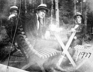 Tor Emil Hylbom 1917 (center)
