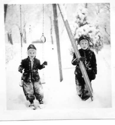 Ingrid & Lizzie – Christmas 1939