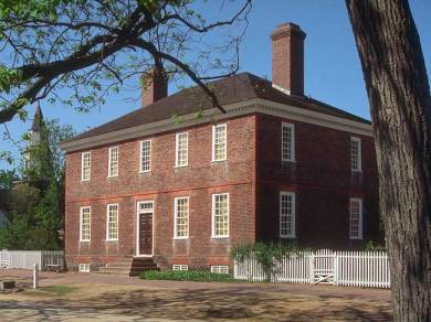 The George Wythe House on Palace Green (Williamsburg, Virginia): The house served as Gen. George Washington's headquarters just before the British siege of Yorktown, and French General Rochambeau made the home his headquarters after victory at Yorktown. In 1776, the house accommodated Virginia General Assembly delegate Thomas Jefferson and his family.