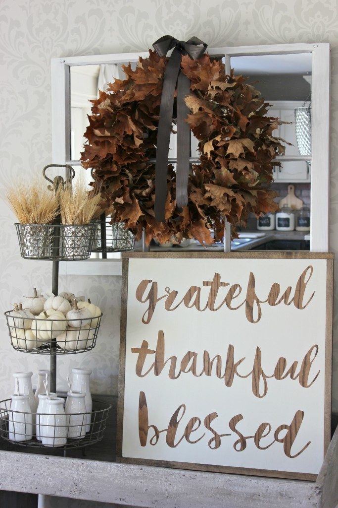 Thanksgiving decor ideas || Fall decorating ideas || Fall throw pillows || Entryway decor ideas || Front hall ideas