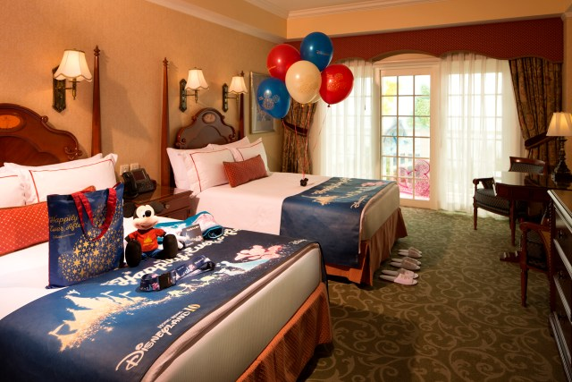 Hong Kong Disneyland Hotel Decoration_10th Anniversary Theme